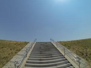 超広角のカメラで撮った階段