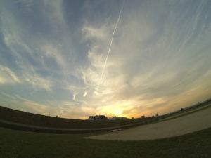流星のような飛行機雲