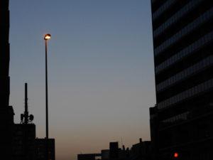 ビルに沈む夕陽