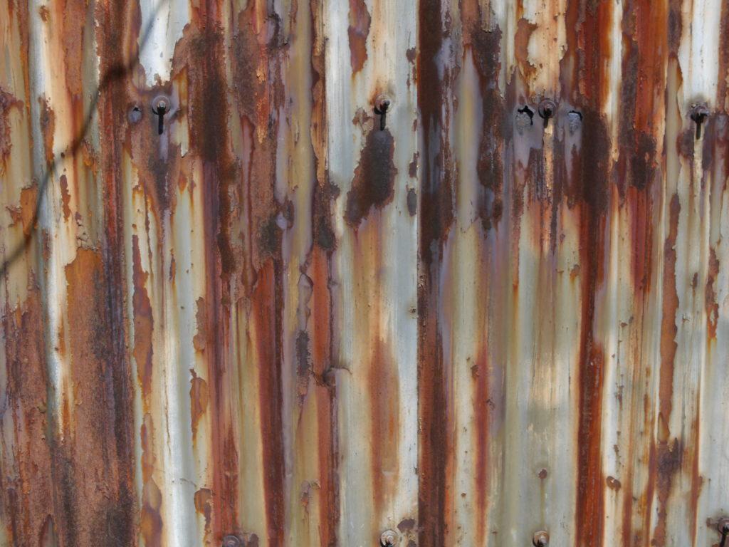 サビの浮きまくった金属板