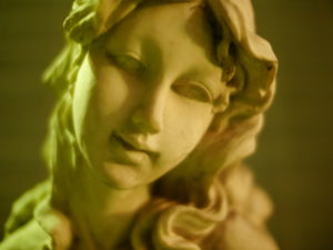 写り方が怖い彫刻