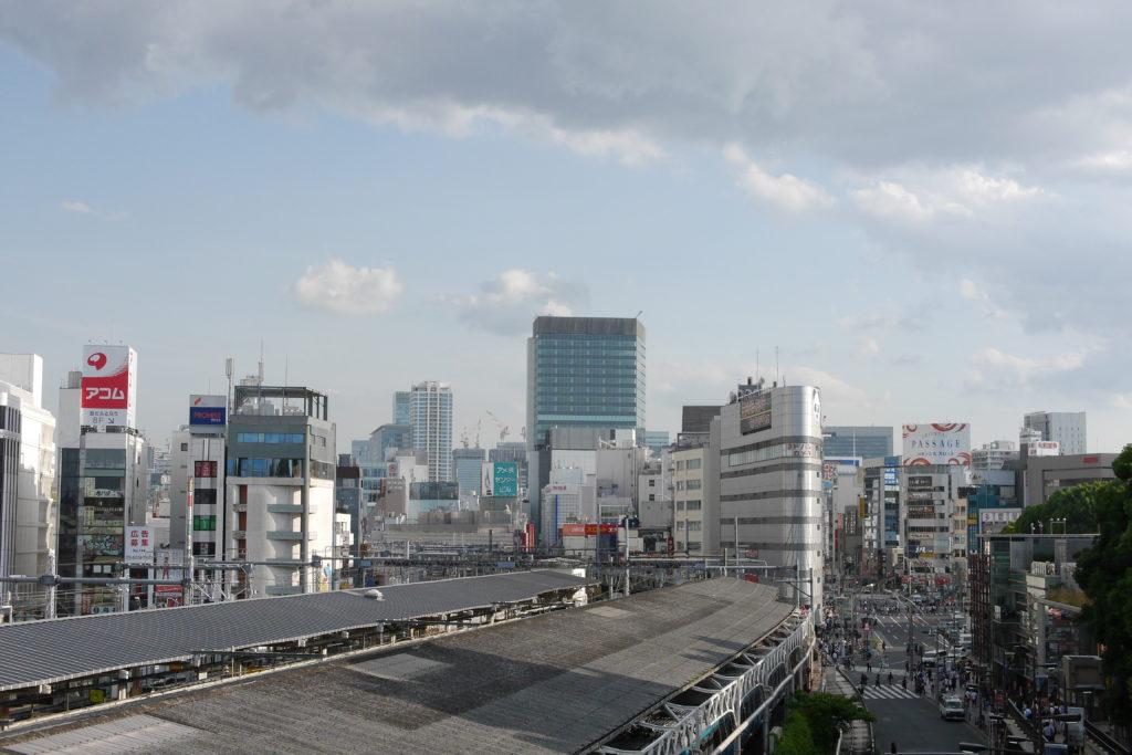 夏の上野駅の風景