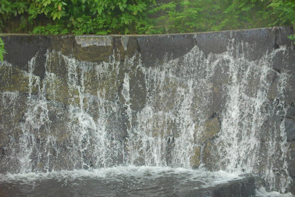 滝のオブジェ