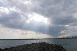 雲の切れ間から射す光2
