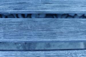木製ベンチの接写