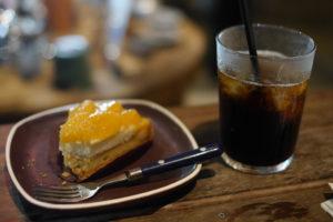オレンジタルトとコーヒー