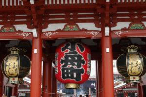 浅草寺本殿の前にある提灯