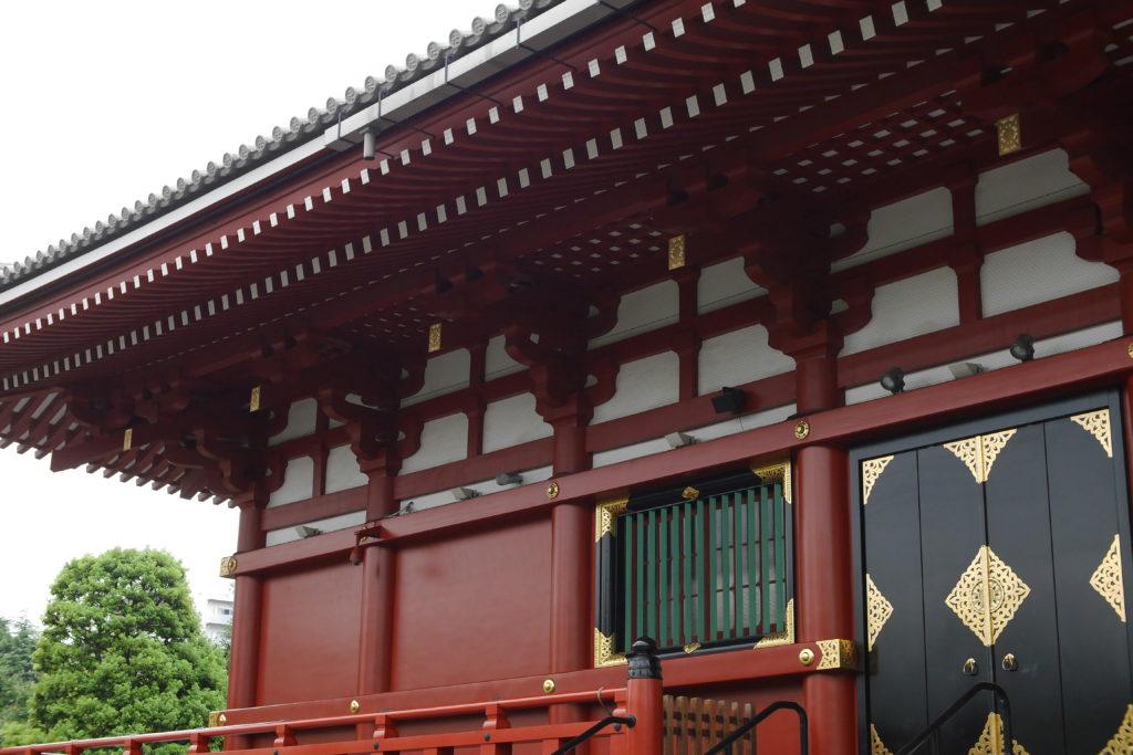 浅草寺本堂の側面