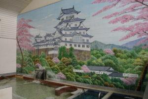 銭湯の壁に描かれるお城の絵